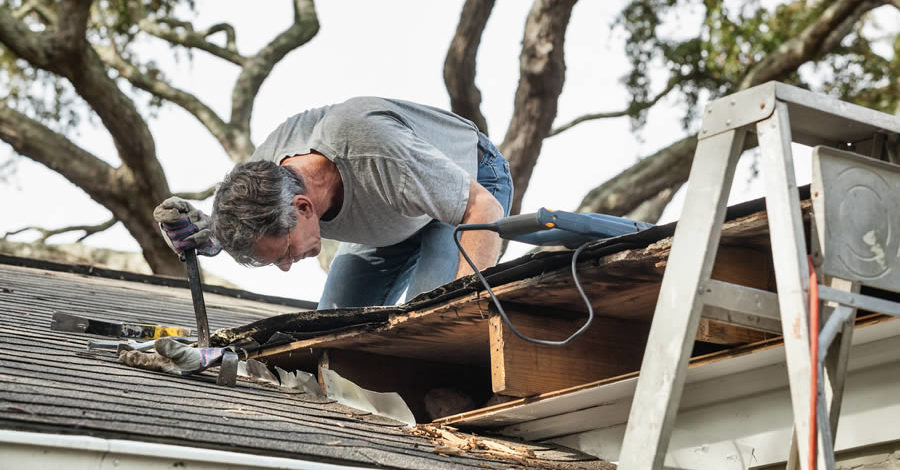 Common Problems That Can Cause a Roof to Leak
