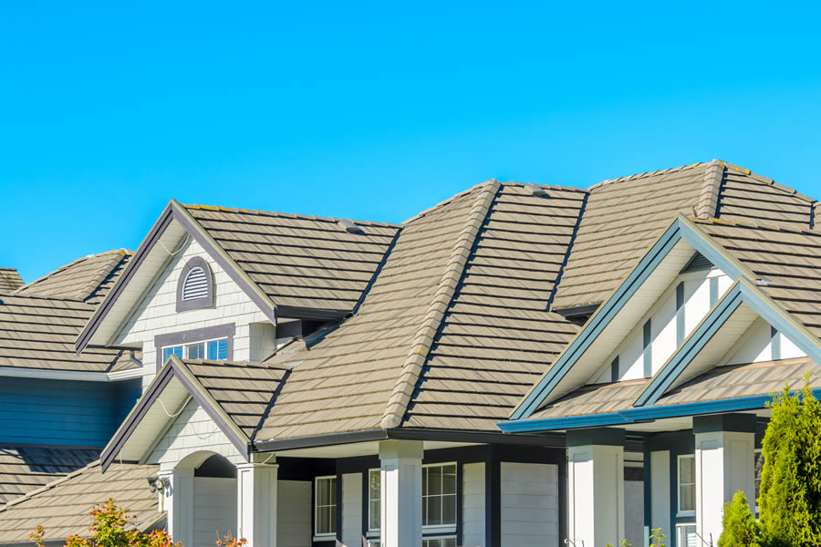 Choose the Right Roofing Contractor in Dearborn Michigan with These Tips